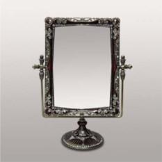 Настольное зеркало на подставке