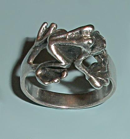 Винтажное кольцо из серебра Лягушонок (размер 16)