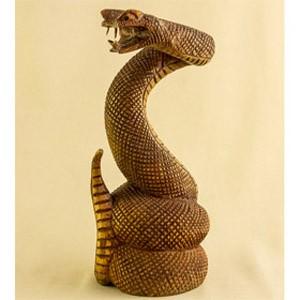 Скульптура из дерева Кобра