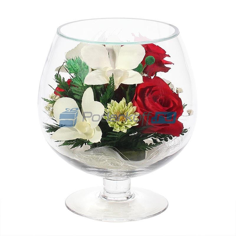 Комозиция из настоящих роз и орхидей
