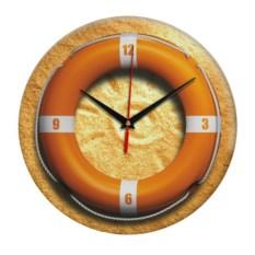 Настенные часы со спасательным кругом на песке