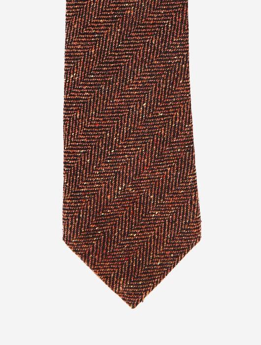 Коричневый галстук с узором «ёлочка»