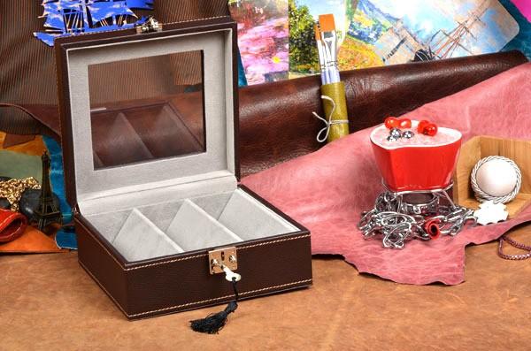 Коричневая шкатулка для хранения очков Amarena