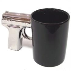 Черная кружка Пистолет с посеребренной ручкой