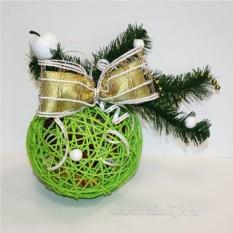 Композиция из конфет Новогодний шарик