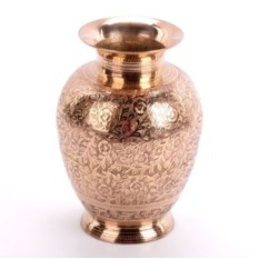 Латунная ваза с растительным орнаментом