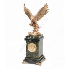 Часы из светло-зеленого змеевика Орел