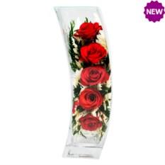 Цветы в стекле: композиция из натуральных роз в вазе