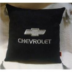 Черная с серебристой вышивкой и кистями подушка Chevrolet