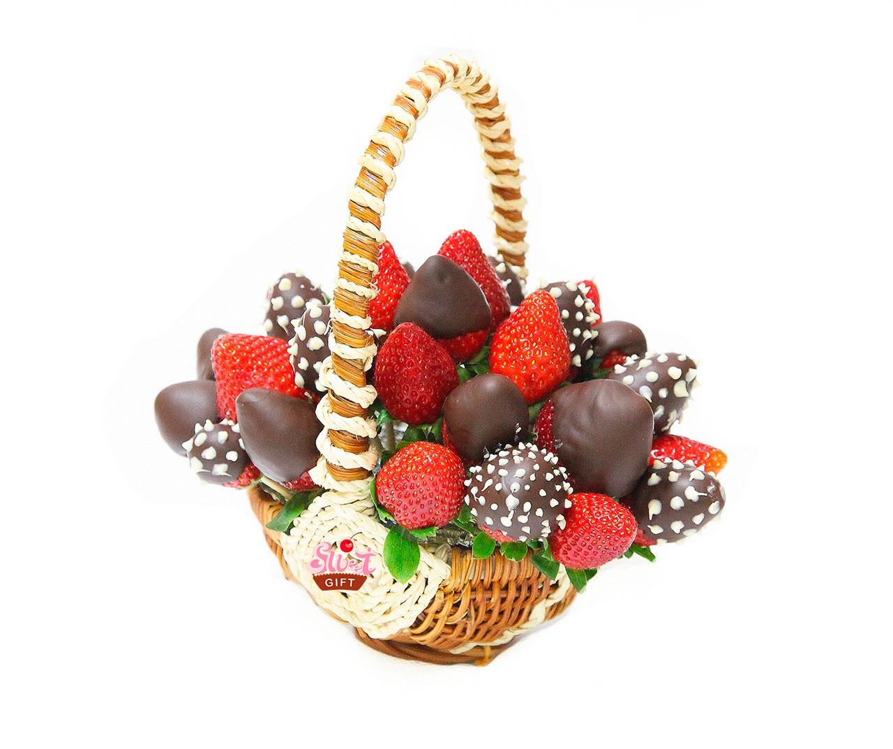 Подарки из конфет и фруктов 18