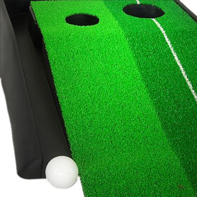Мини-гольф с травяной дорожкой