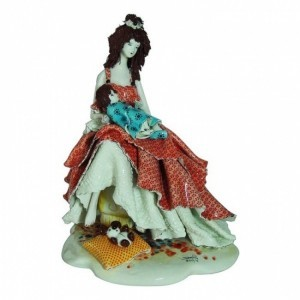 Коллекционная фарфоровая статуэтка Материнство