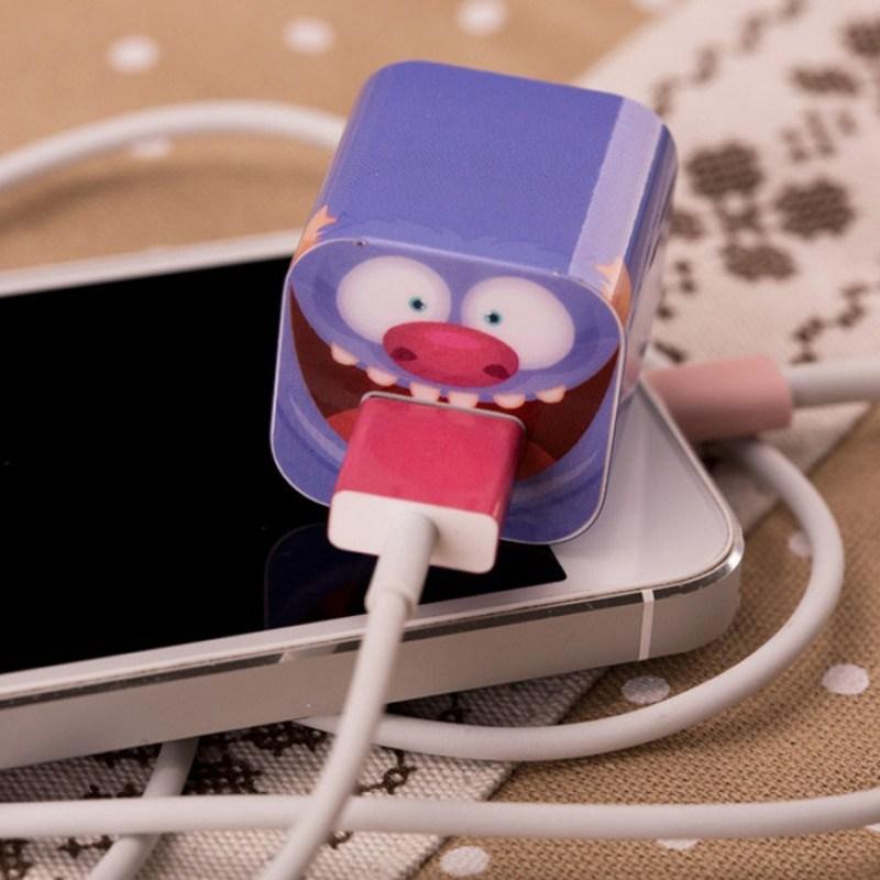 Наклейка для зарядного устройства Apple Синий Монстр
