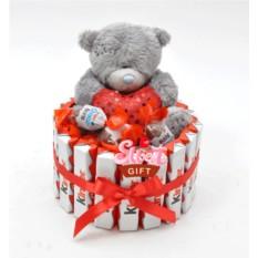 Торт из конфет Киндер Тедди