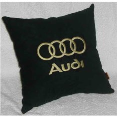 Черная подушка с золотой вышивкой Audi