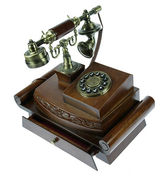 Ретро-телефон На письменном столе