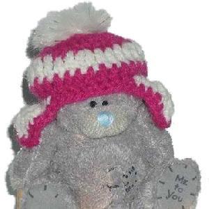 Мишка MTY в красной вязаной шапочке