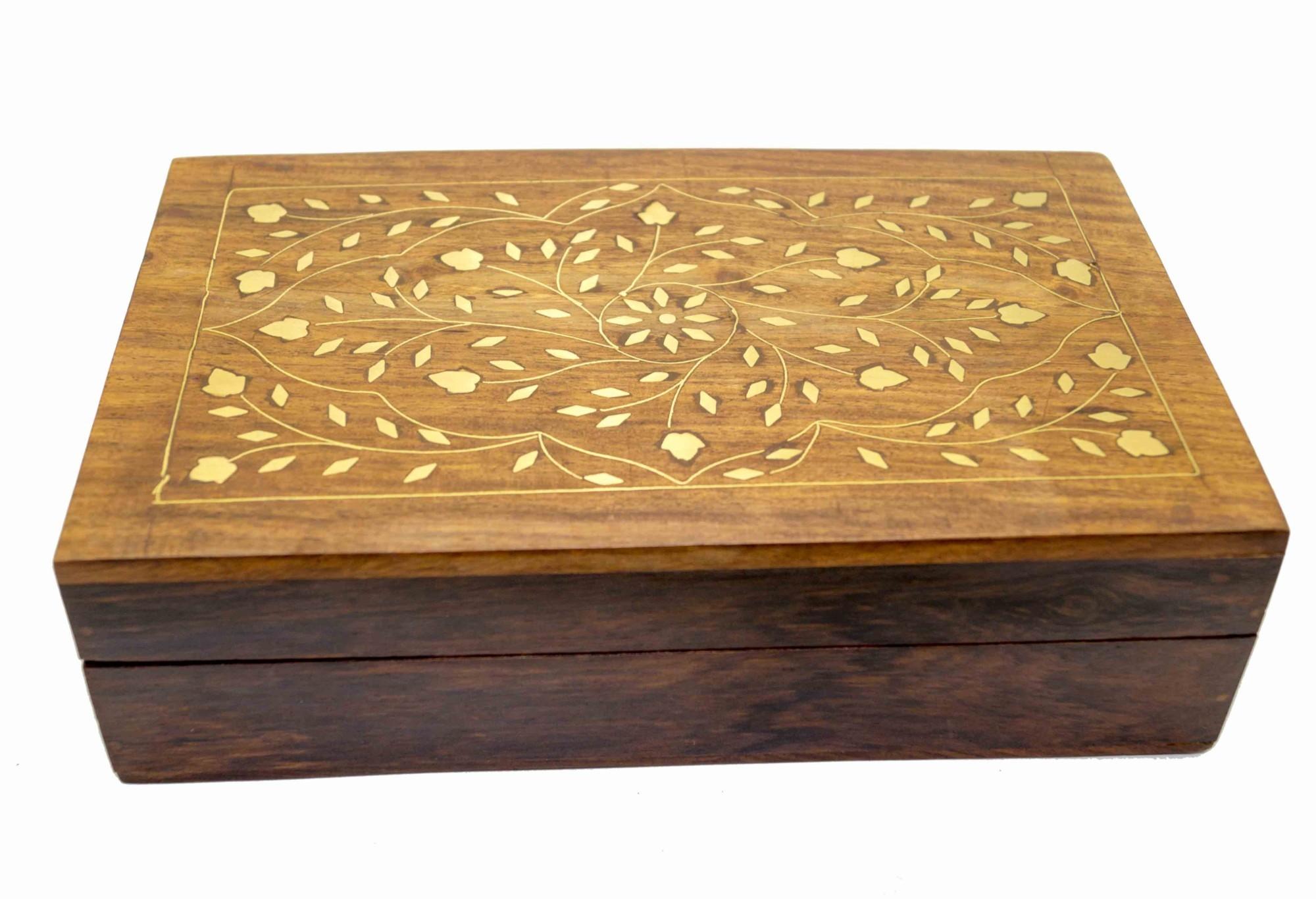 Деревянная шкатулка с инкрустацией