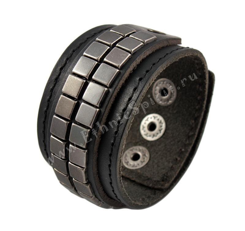 Черный кожаный браслет с металлической мозаикой