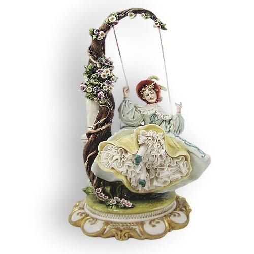 Статуэтка из фарфора Дама на качелях Porcellane Principe