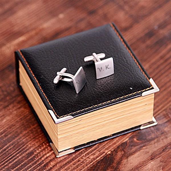 Запонки с гравировкой в подарочной коробке