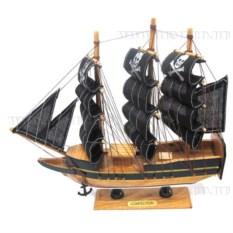 Корабль Сonfection с пиратскими парусами