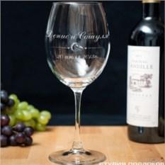 Винный бокал с гравировкой Молодожёны
