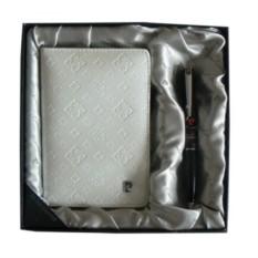 Набор из обложки для паспорта и ручки