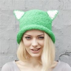 Зеленая летняя шляпа с ушками из рафии