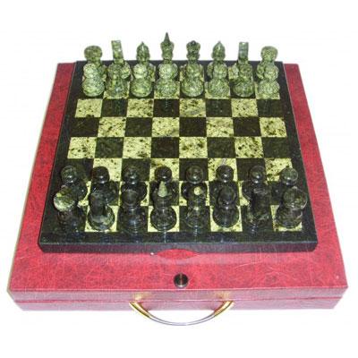 Шахматы из  змеевика темных и светлых тонов