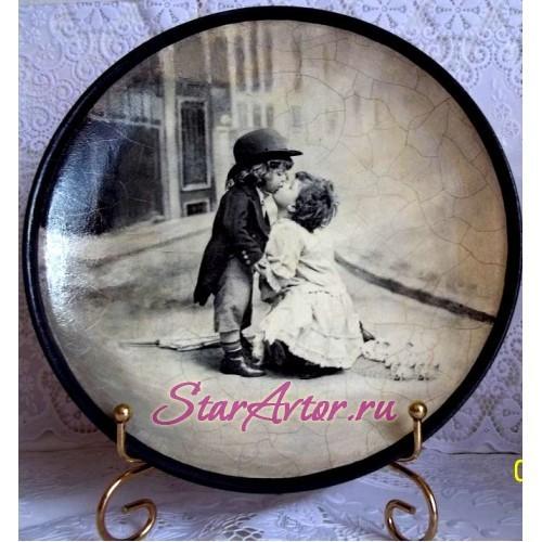 Авторская интерьерная тарелка ручной работы Первый поцелуй