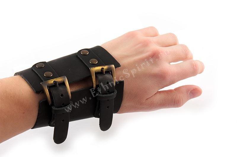 Широкий кожаный браслет-наруч с двумя застежками-ремешками