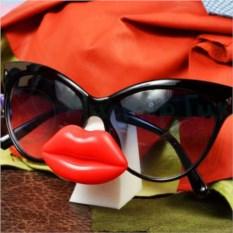 Подставка для очков Hot lip