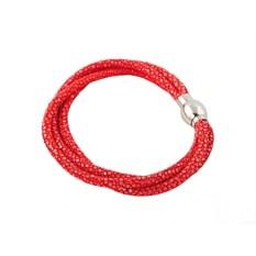 Красный женский браслет из кожи ската В три нитки