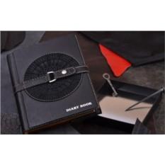 Подарочный ежедневник M.Studio (черный, с худ. вставкой; тип 1; нат. кожа)