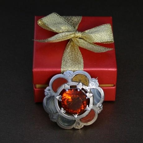 Серебряная брошь «Цветок с шестью лепестками»
