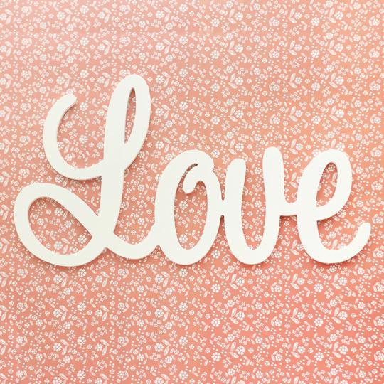 Слова для интерьера Love