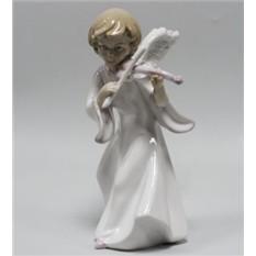 Фарфоровая статуэтка «Ангел со скрипкой»