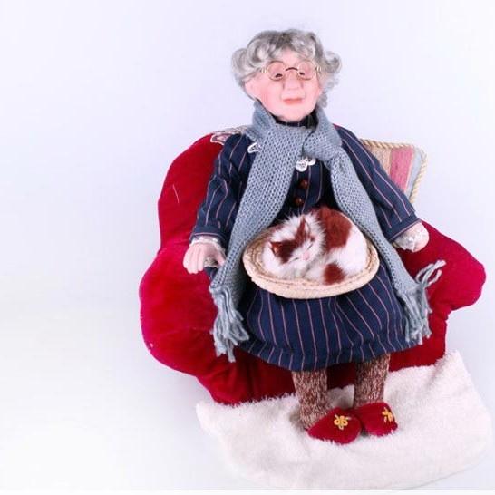 Кукла Бабушка с кошкой