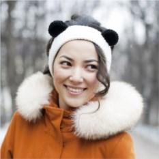 Вязаная повязка на голову Панда