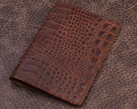 Обложка на паспорт «Коричневый крокодил», коллекция Vignette (материал: кожа)