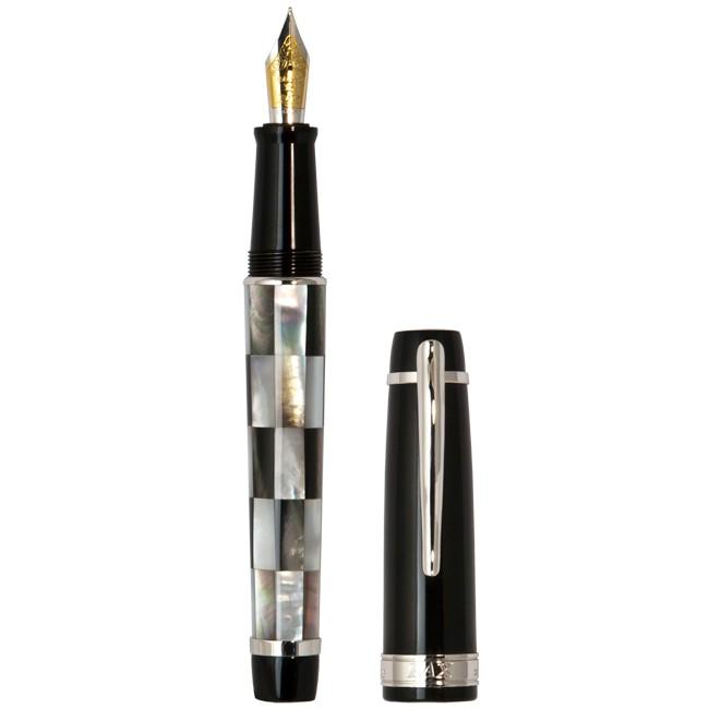 Чёрная перьевая ручка PAX