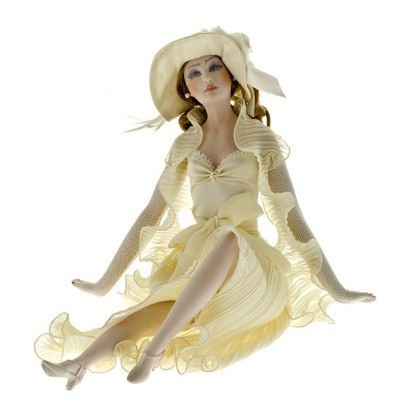 Кукла фарфоровая Lidia, бежевая