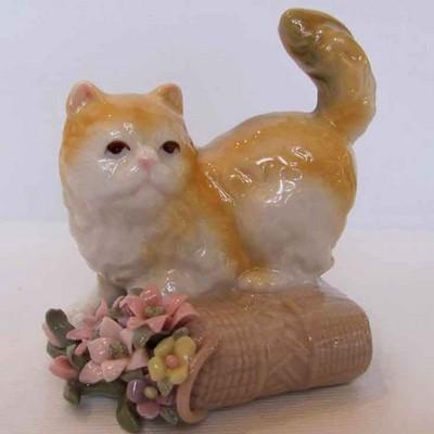 Котенок на цвет.корзине