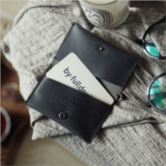 Серый кошелек для карточек и визиток Chroma Case