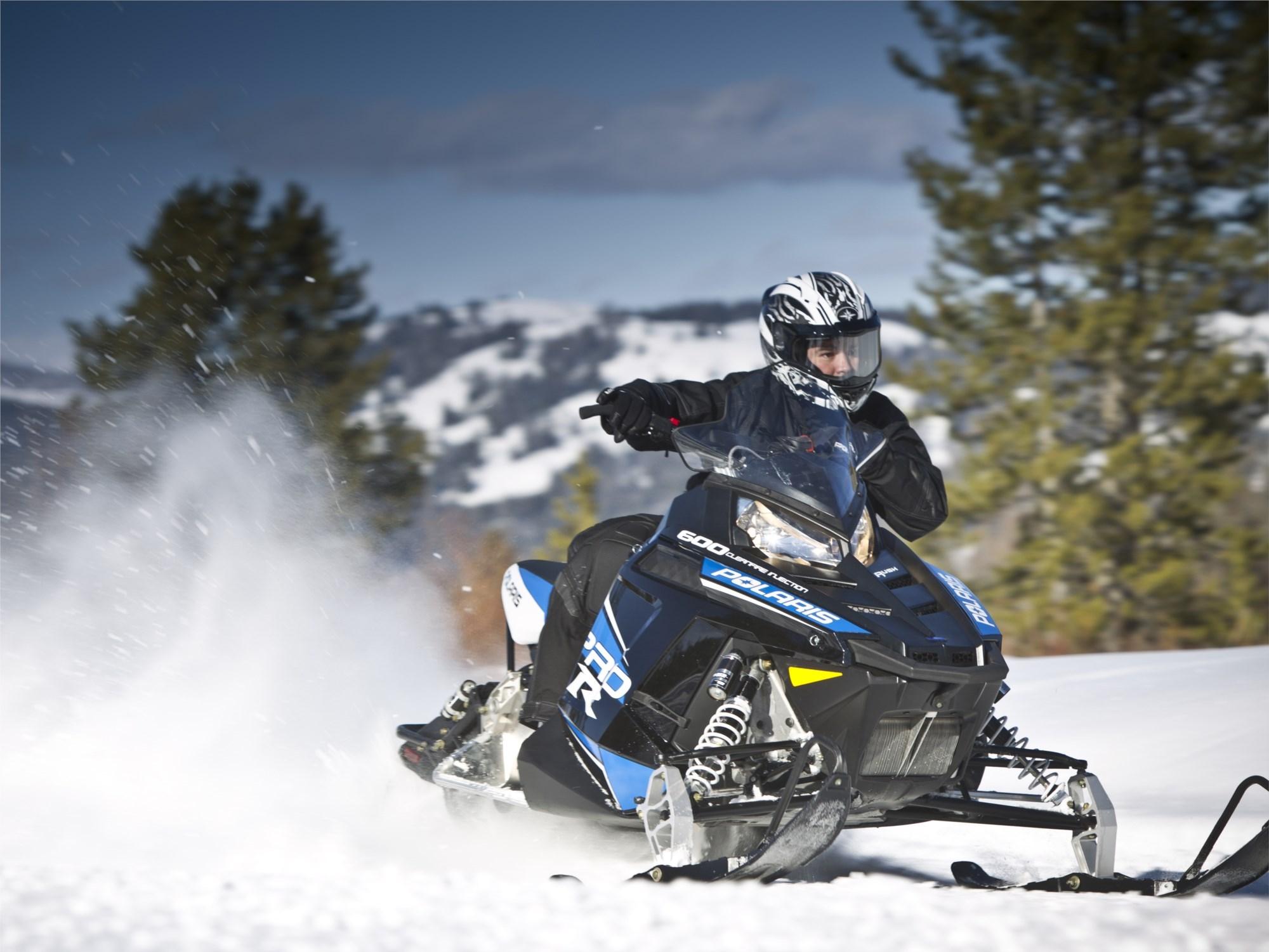 Катание на двух 1-местных снегоходах для двоих (60 мин)