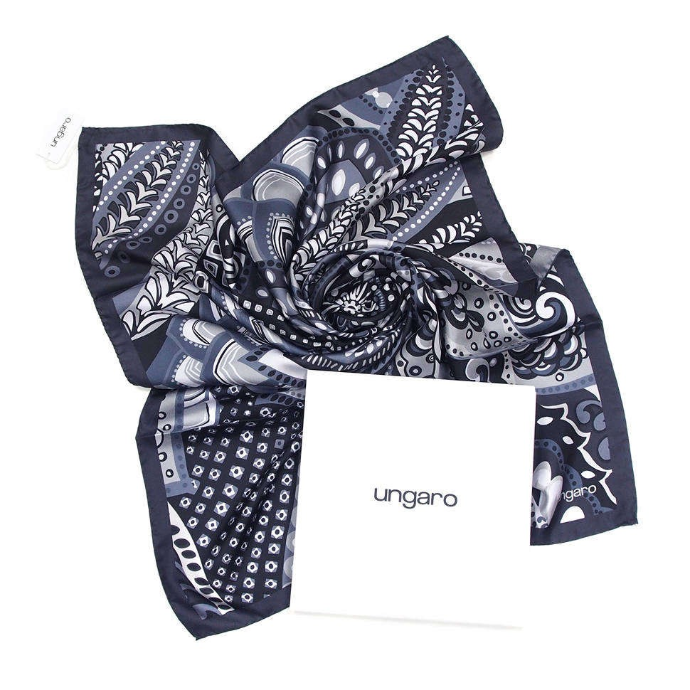 Оригинальный женский платок в серых тонах Ungaro