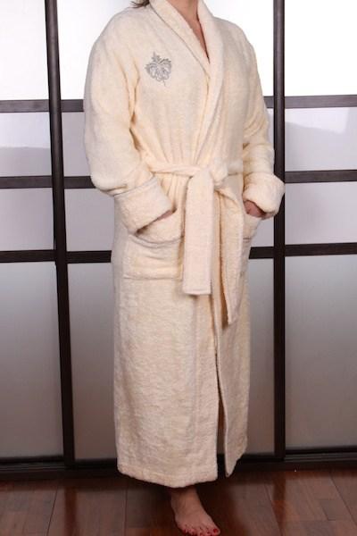Женский бежевый халат с вышивкой