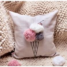 Декоративная льняная подушка Мороженка с помпонами