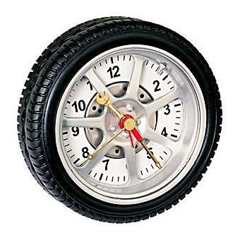 Часы в виде автомобильного колеса